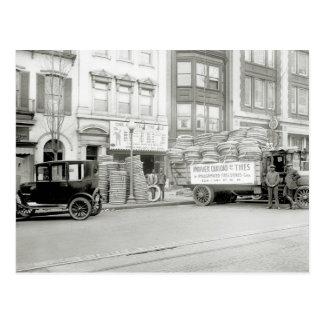 Tienda vieja del neumático, los años 20 postal