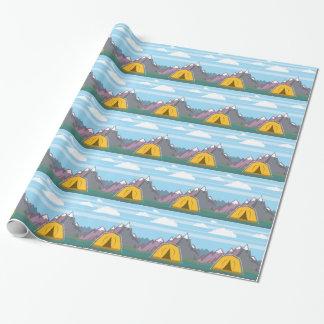 Tienda y montañas papel de regalo