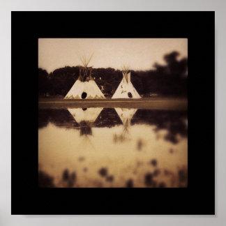 Tiendas de los indios norteamericanos en el lago poster