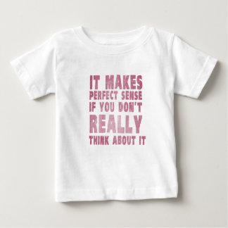 Tiene sentido perfecto si usted no piensa en él t shirts