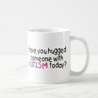 Tiene usted abrazado alguien con autismo hoy (el taza de café