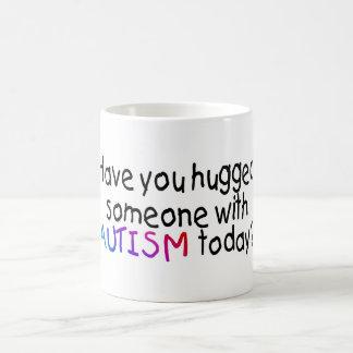 Tiene usted abrazado alguien con autismo hoy taza