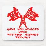 Tiene usted abrazado su artista del tatuaje hoy alfombrillas de raton