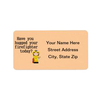 Tiene usted abrazado su bombero (de sexo femenino) etiquetas de dirección