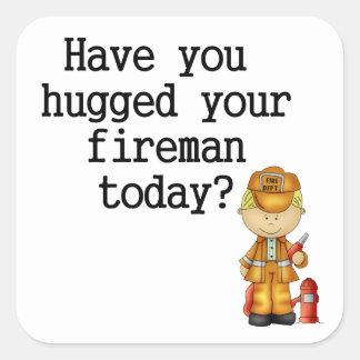 Tiene usted abrazado su bombero pegatina cuadrada