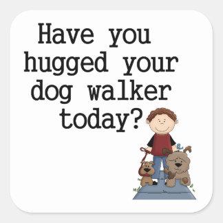 Tiene usted abrazado su caminante del perro (el pegatina cuadrada