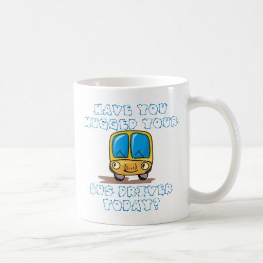 Tiene usted abrazado su conductor del autobús hoy taza de café