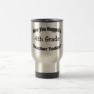 Tiene usted abrazado un 4to profesor del grado hoy taza de viaje