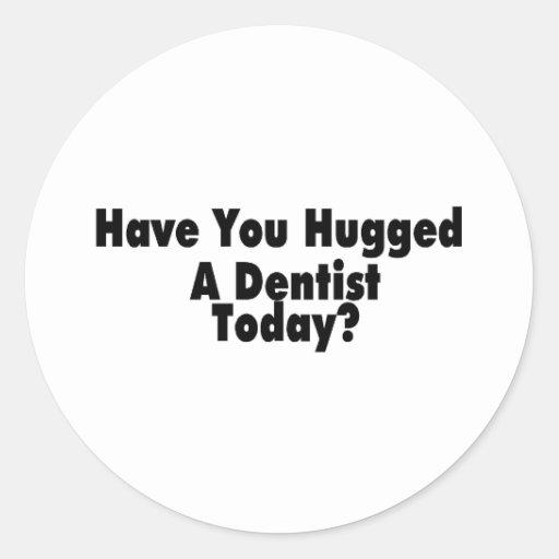 Tiene usted abrazado un dentista hoy pegatina redonda