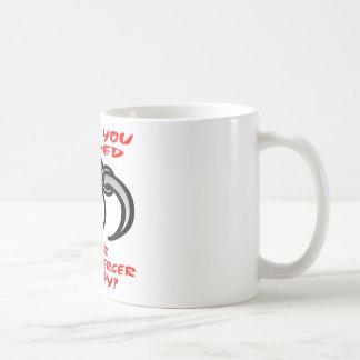 Tiene usted inclinado su taladrador del cuerpo hoy taza de café
