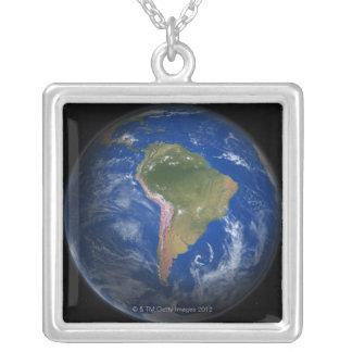 Tierra 5 del planeta collar plateado