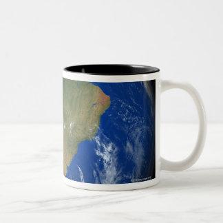 Tierra 5 del planeta taza de café de dos colores