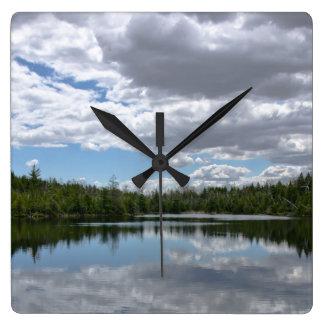 Tierra, agua y cielo reloj cuadrado