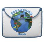Tierra azul con el personalizado de Geocaching de  Fundas Para Macbook Pro