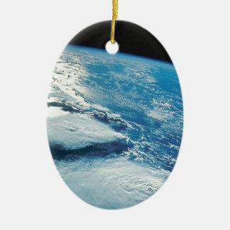 Tierra casera dulce casera de la órbita adorno navideño ovalado de cerámica