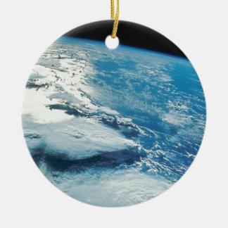 Tierra casera dulce casera de la órbita adorno navideño redondo de cerámica