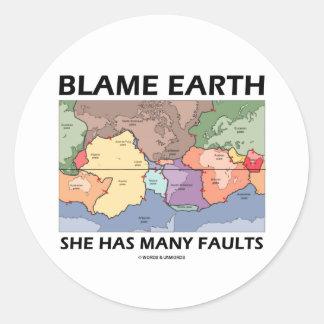 Tierra de la culpa ella tiene muchas faltas (la etiqueta redonda