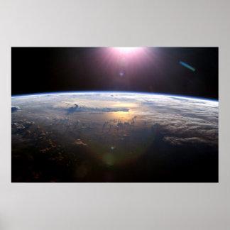Tierra de la estación espacial internacional póster