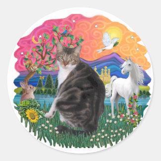 Tierra de la fantasía - Tabby y gato blanco (AmSH) Pegatina Redonda