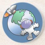 Tierra del astronauta y del planeta posavasos para bebidas