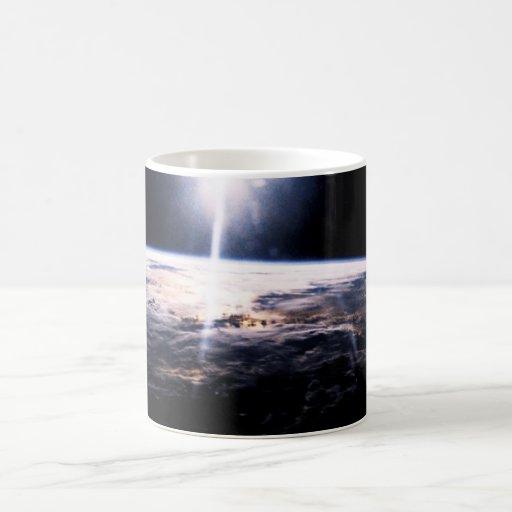 Tierra del espacio taza básica blanca