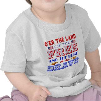 Tierra del hogar libre de la camiseta valiente