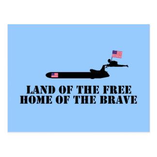 Tierra del hogar libre del valiente tarjeta postal