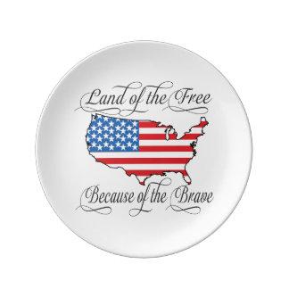 Tierra del libre debido a los E.E.U.U. patrióticos Platos De Cerámica
