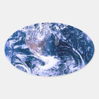 Tierra del mármol del azul del espacio pegatina ovalada
