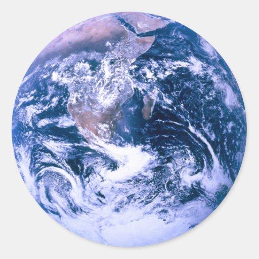 Tierra del mármol del azul del espacio pegatina redonda
