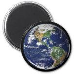 Tierra del planeta con la luna en el fondo imán de frigorifico