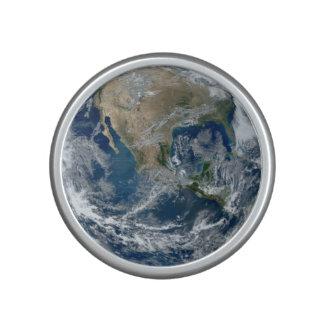 Tierra del planeta del espacio exterior con las altavoz bluetooth