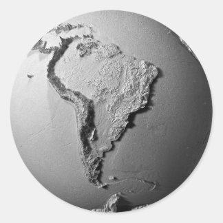Tierra del planeta en el fondo blanco - Suramérica Pegatina Redonda