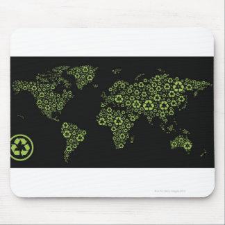 Tierra del planeta integrada por el reciclaje de mousepads
