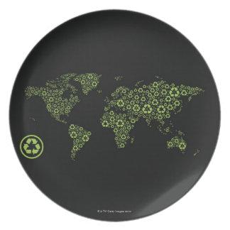 Tierra del planeta integrada por el reciclaje de platos para fiestas