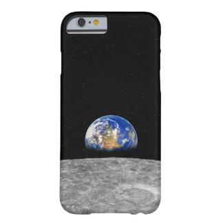 Tierra del planeta que sube sobre la luna funda para iPhone 6 barely there
