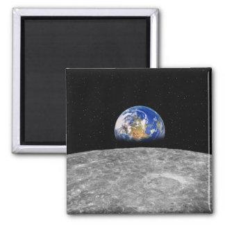 Tierra del planeta que sube sobre la luna imán cuadrado