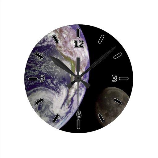 Tierra del planeta y reloj de la luna (con números