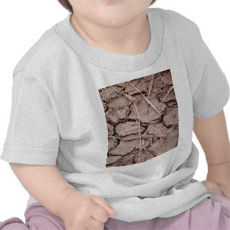 tierra del suelo seco de la grieta camiseta