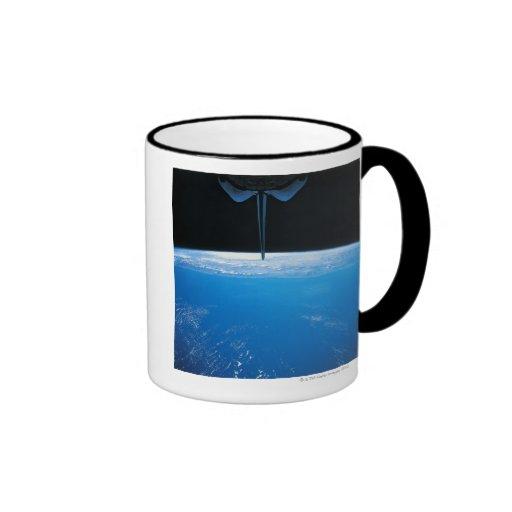 Tierra del transbordador espacial taza de café
