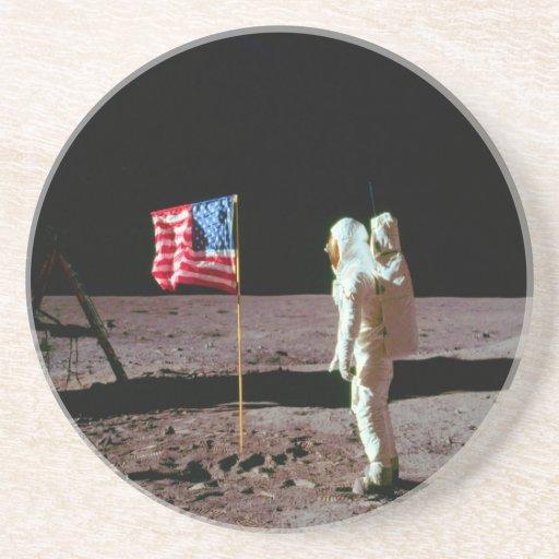 Tierra en la luna y el éxito posavaso para bebida