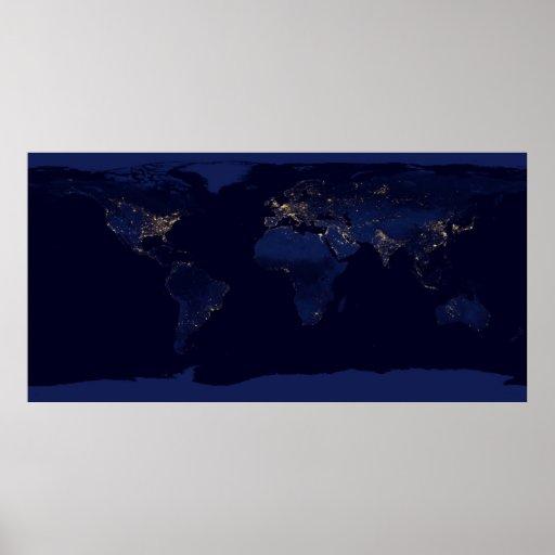 Tierra en la noche posters