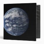 """Tierra llena centrada sobre el Océano Pacífico Carpeta 1 1/2"""""""