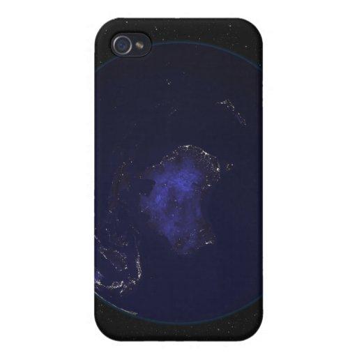 Tierra llena en la noche que muestra las luces 2 iPhone 4 carcasa