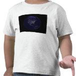 Tierra llena en la noche que muestra las luces 4 camiseta