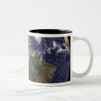 Tierra llena que muestra Norteamérica 2 Taza De Dos Tonos