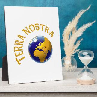 Tierra Nostra Placa De Plastico