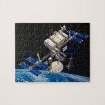 Tierra que está en órbita 10 de la estación espaci rompecabeza con fotos