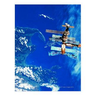 Tierra que está en órbita 2 de la estación tarjetas postales