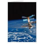 Tierra que está en órbita 3 de la estación espacia tarjeta